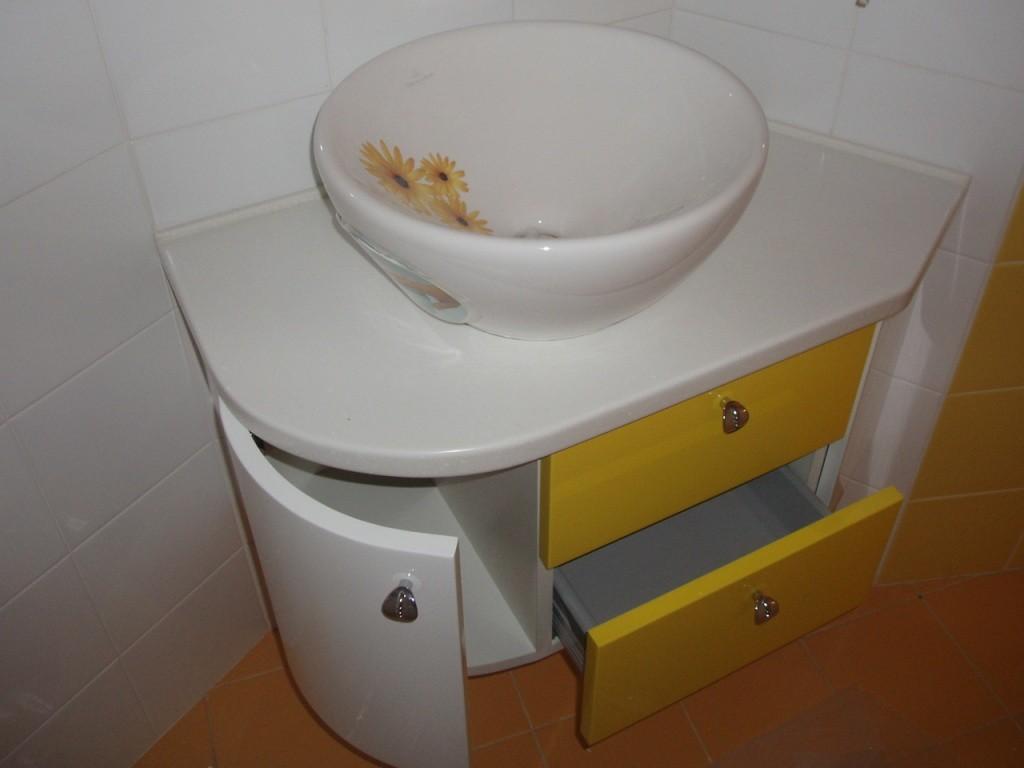 тумба с керамической мойкой в ванную